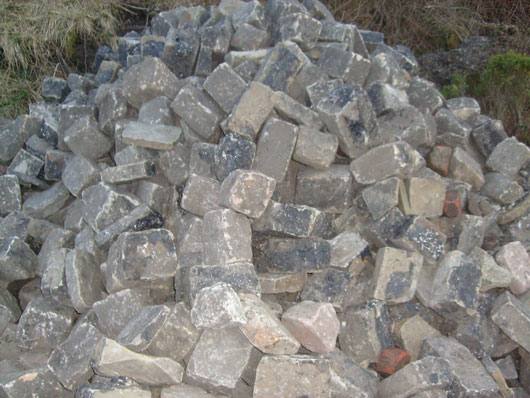 SANDSTONE COBBLE SETTS, USED FOR DRIVEWAYS/PATHS/PATIOS